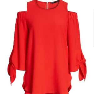 NWT Gibson Size Small Cold Shoulder Tie Sleeve